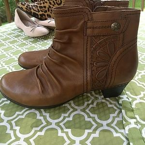 Rockport womens brown booties- Cobb Hill Collectio